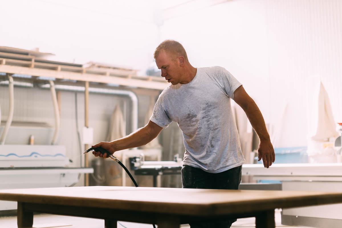 Onze liefde voor hout garandeert een perfecte afwerking van alle projecten. Schrijnwerker Jo Dierckx levert prachtig maatwerk in Kasterlee en omstreken.