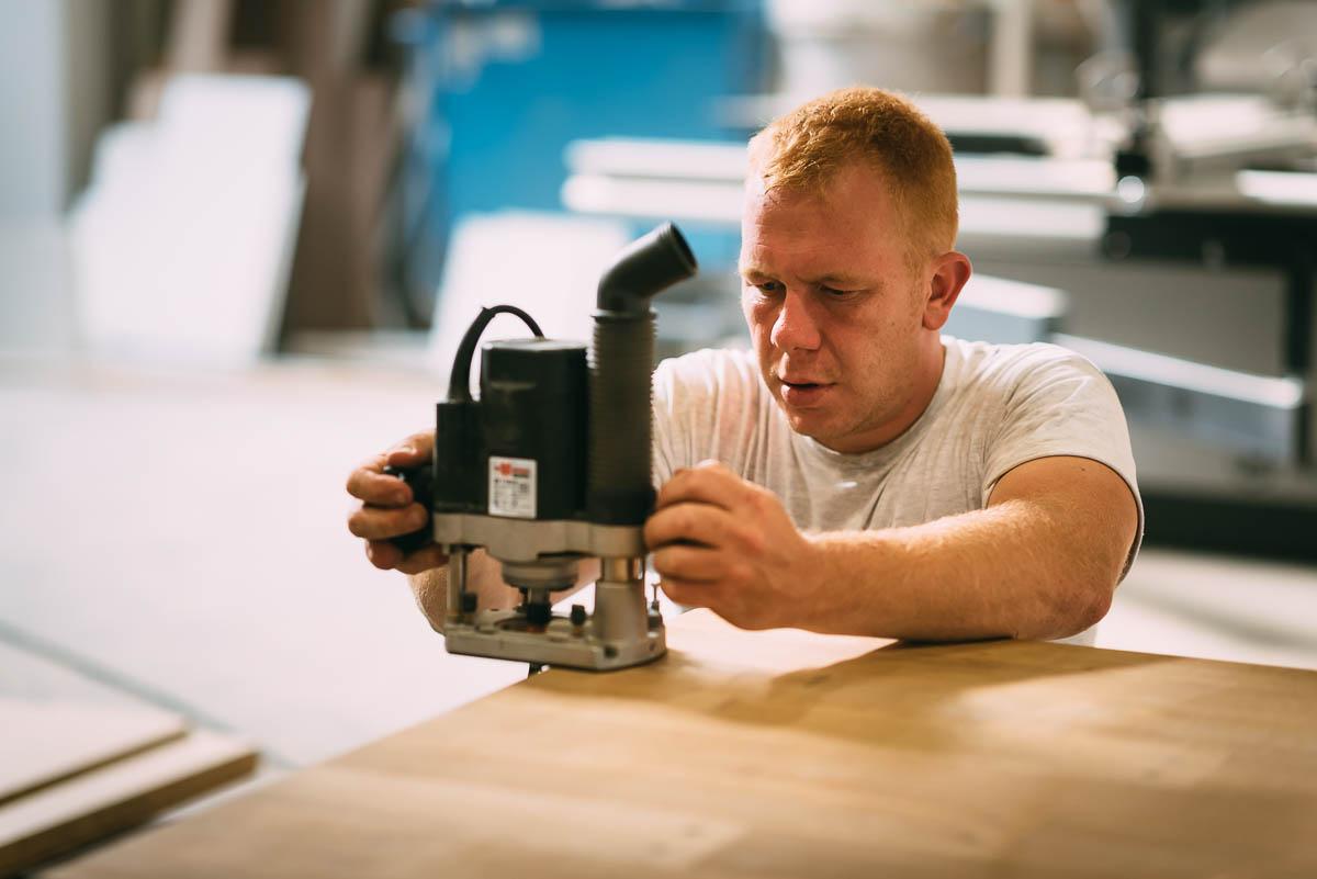 Vakwerk en liefde voor hout gaan hand in hand in ons modern uitgerust atelier.