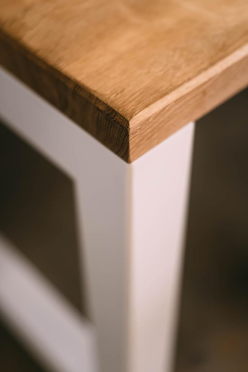Modern meets klassiek. Een meubelproject door Jo Dierckx, antieke tafel wordt een ultra moderne strak design meubel.